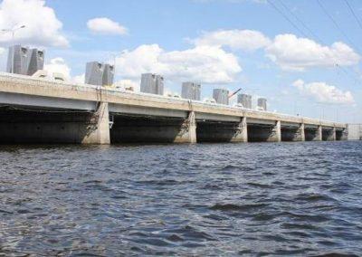 Очистка порогов водопропускных сооружений Комплекса защитных сооружений Санкт-Петербурга от наводнений